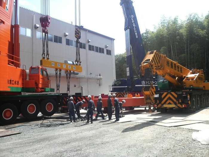 500Tクレーン 2台  100Tクレーン 1台による吊上げ作業